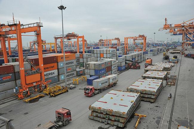Tăng nhập khẩu nguyên liệu sản xuất, cán cân thương mại nghiêng về hướng nhập siêu