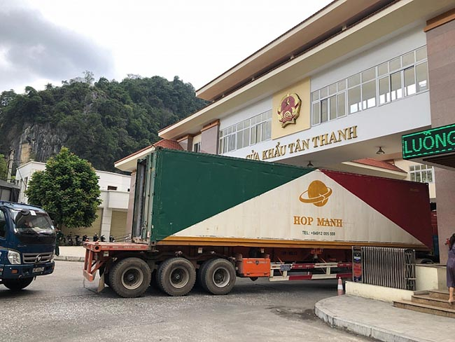 """""""Mở lối"""" cho nông thủy sản xuất khẩu bền vững qua cửa khẩu"""